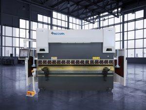 135-тонный гидравлический пресс с ЧПУ