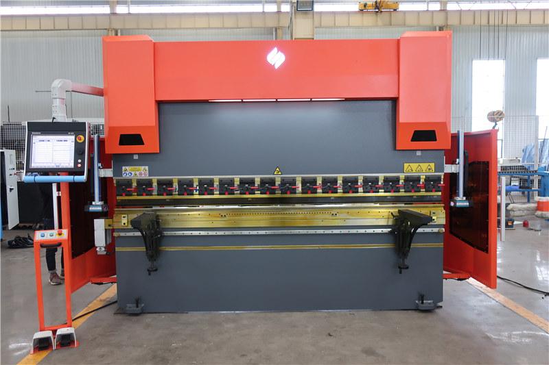 ACCURL листогибочный пресс с ЧПУ DA66T 4 оси 3000 мм